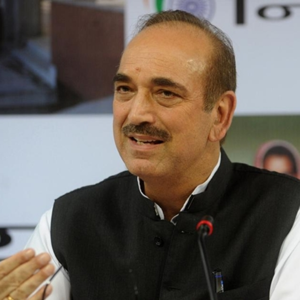 Ghulam Nabi Azad stopped at Srinagar Airport, being sent back to Delhi