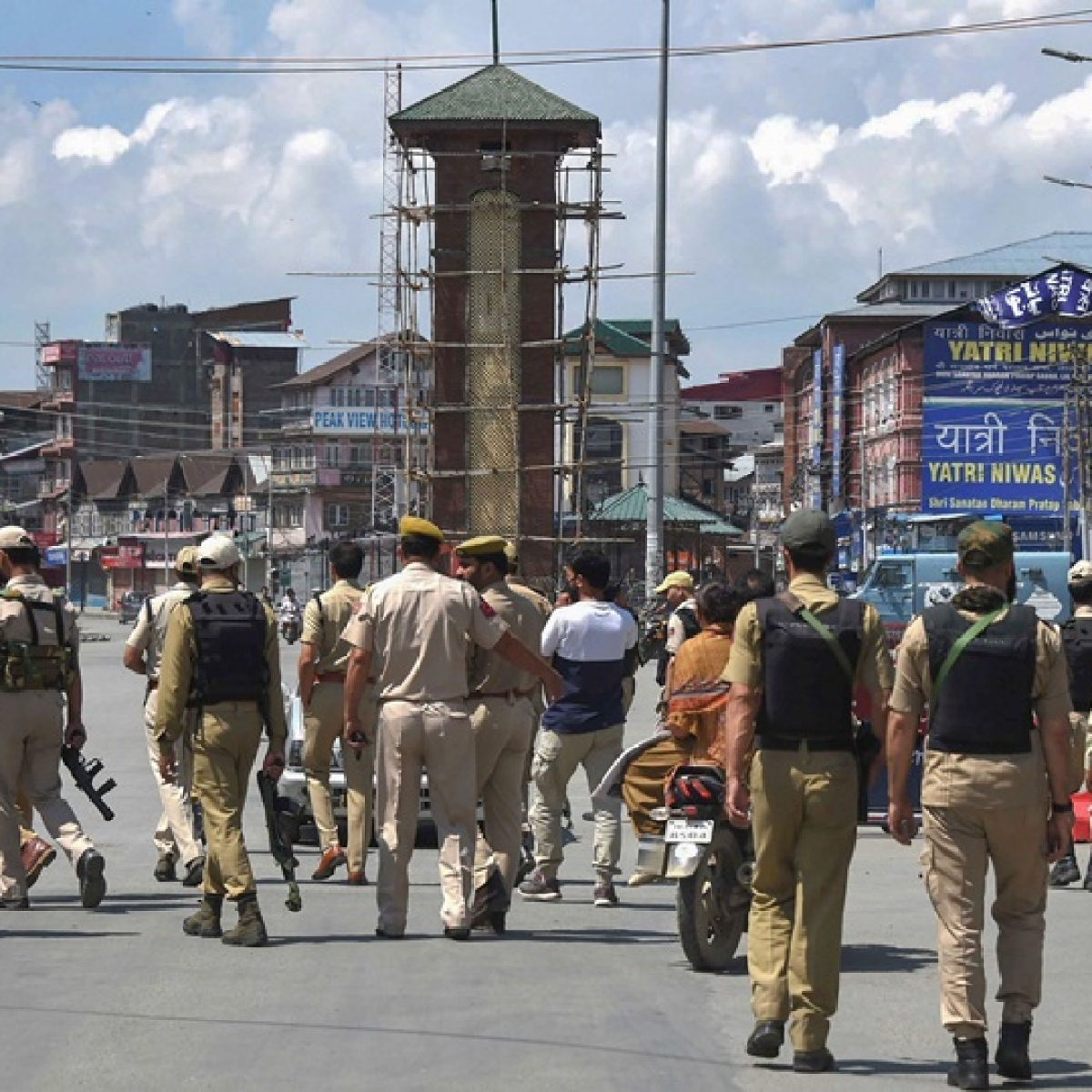First encounter in Jammu and Kashmir since abrogation of Article 370; one police personnel killed