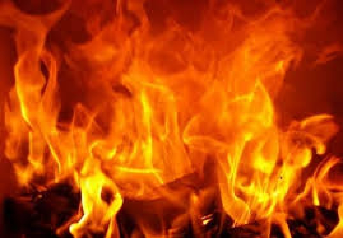 UP couple sets themselves on fire out side police station