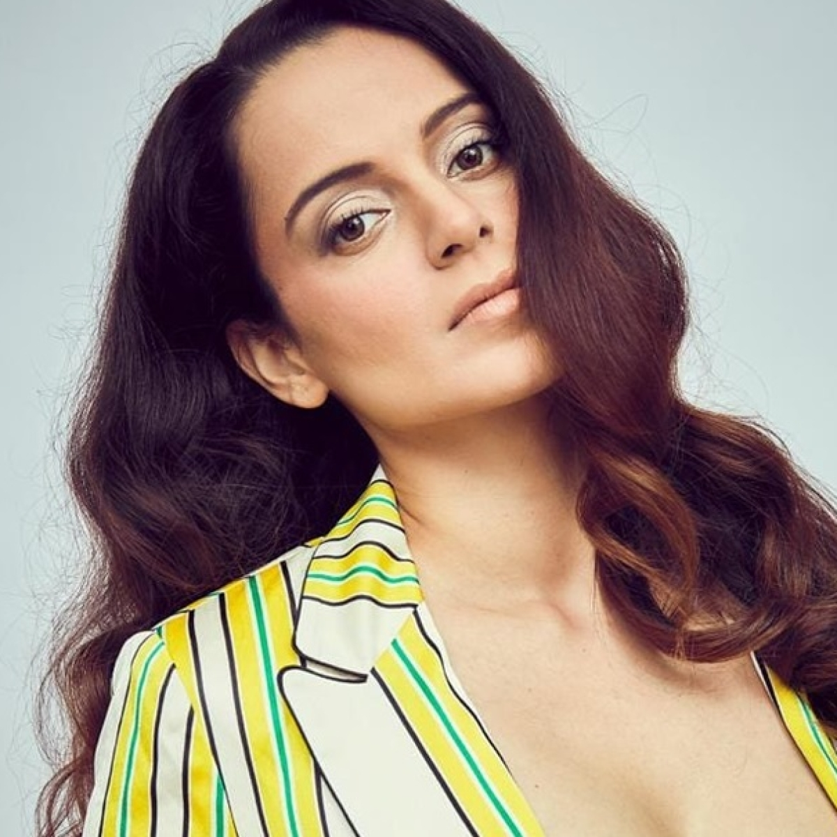 Kangana Ranaut urges fans not to get entangled in personal identities in her I-Day message