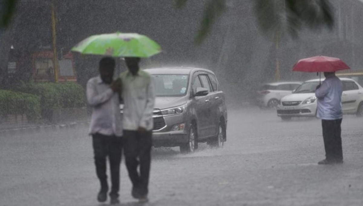 IMD predicts moderate to heavy rains in Mumbai; Thunderstorm & showers in various parts of the state