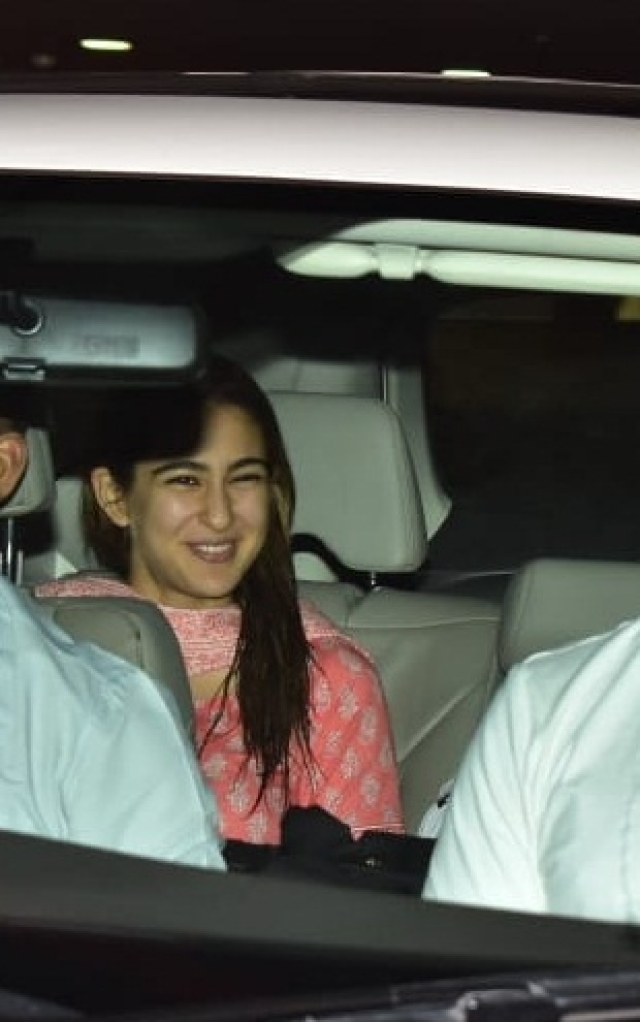 Sara Ali Khan arrived airport to receive her rumoured bae Kartik Aaryan as he comes back from Bangkok post a brand shoot.