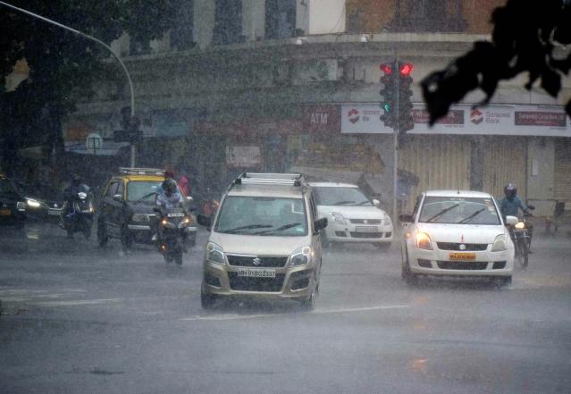 Cars passing during heavy rains in Mumbai