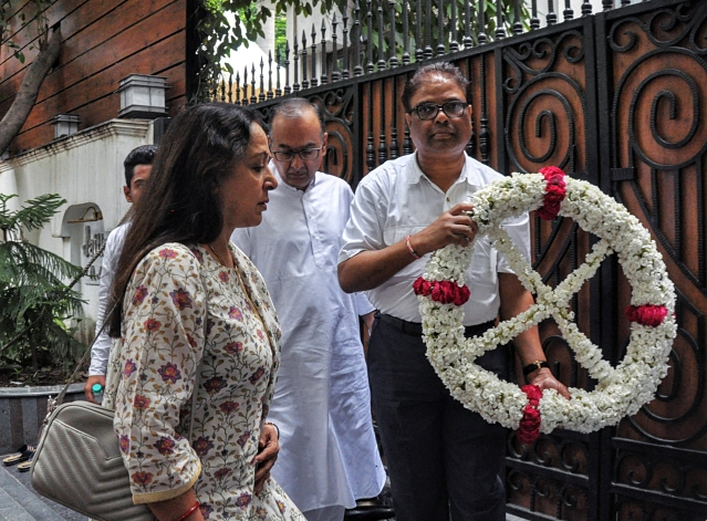 BJP MP Hema Malini arrives to pay tribute to the former Finance Minister Arun Jaitley, who passed away on Saturday, at his residence, Kailash Colony in New Delhi