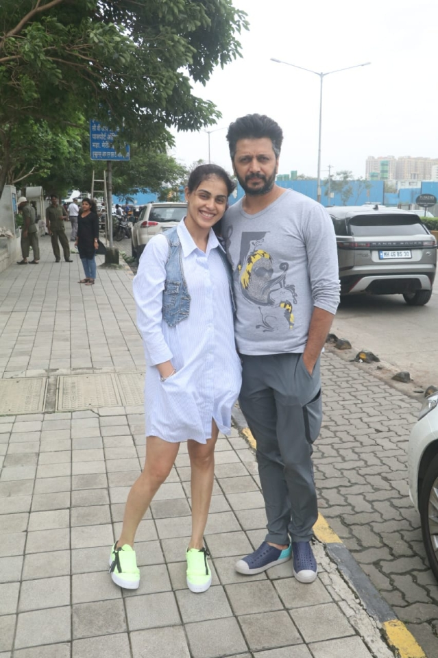Actor Ritesh Deshmukh and wife Genelia were seen taking a stroll at BKC