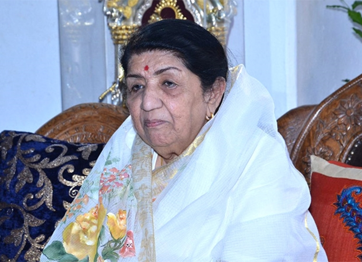 "Lata Mangeshkar questions, 'Why should MS Dhoni retire when I haven't?"""