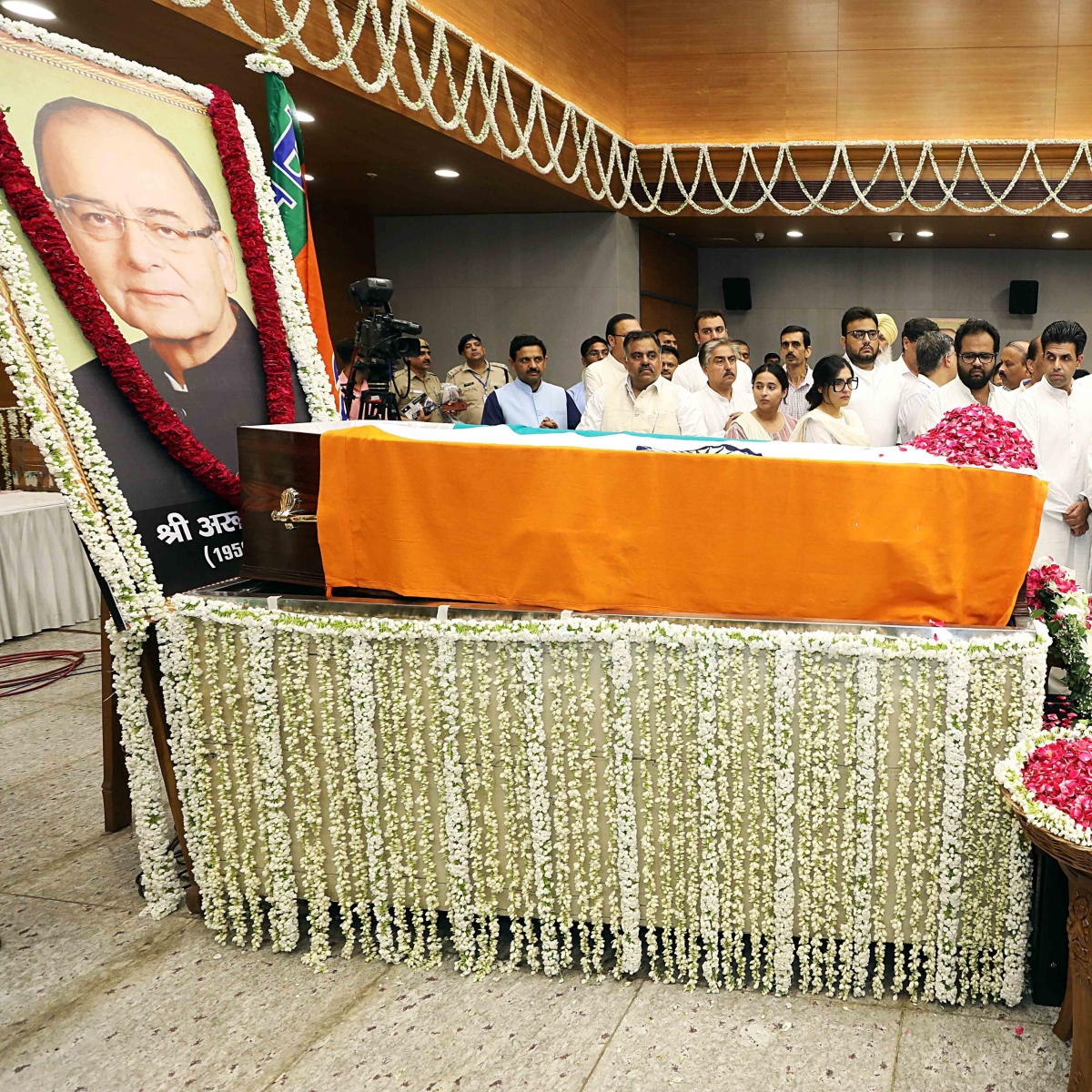 In Pics: Arun Jaitley cremated with full state honours, prominent politicians pay tribute