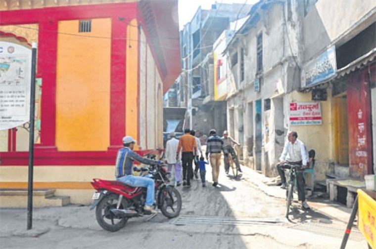 Indore: 'Road widening project' Sitlamata Bazaar shopkeepers return blank again