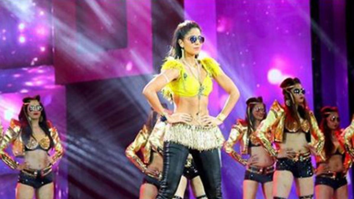 Arjun Kapoor trolls Katrina Kaif yet again, warns her not to trip wearing sunglasses