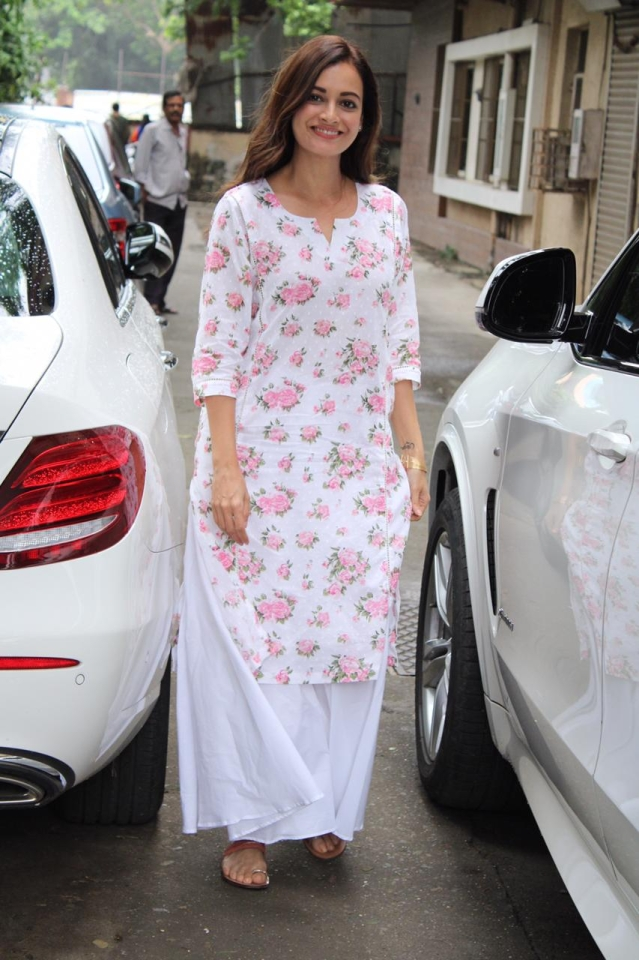 Actor Dia Mirza was snapped at Andheri in a floral white and pink kurta. All smiles for the camera Dia looks flawless in her no make up look.