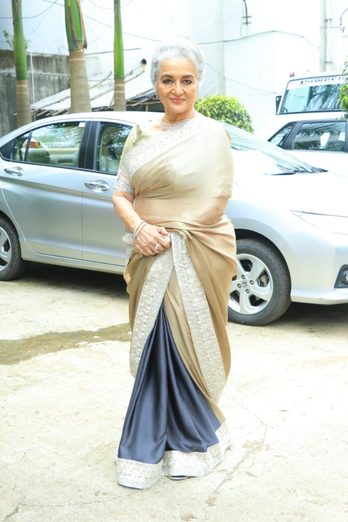 Veteran actress Aasha Parekh was in a cream-grey saree spotted on sets of Dance India Dance for their next episode