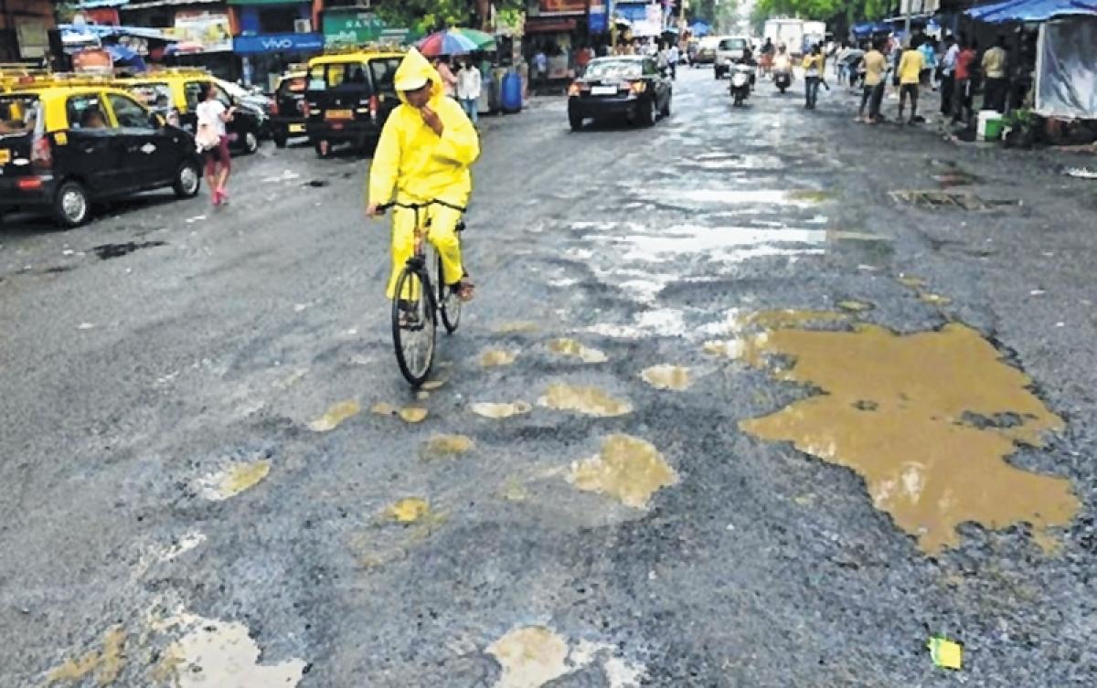 Mumbai: Potholes cause 2-km long traffic snarl on Sion-Panvel highway