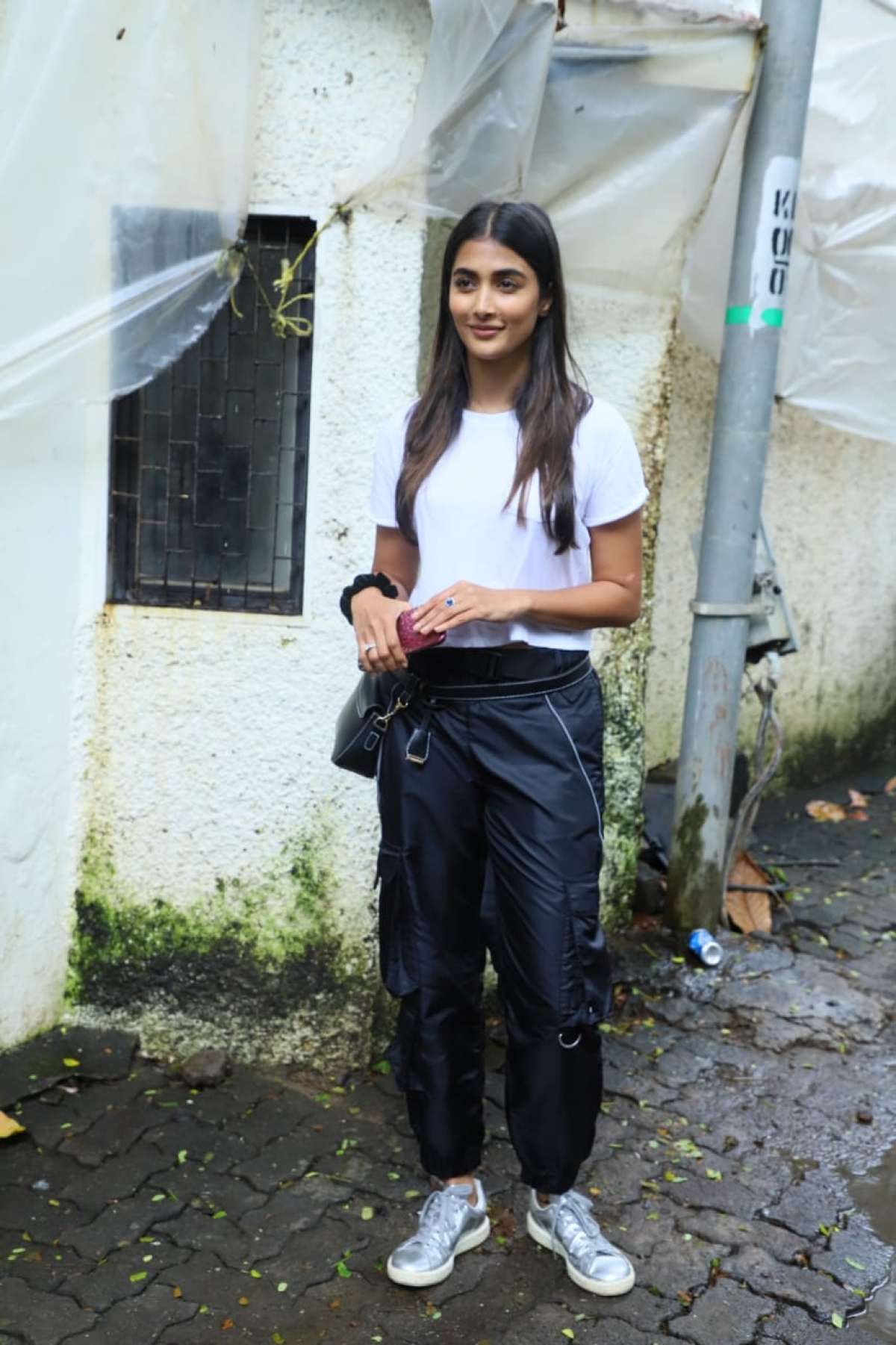 'Mohenjo Daro' actress Pooja Hegde snapped in Juhu in casual look.