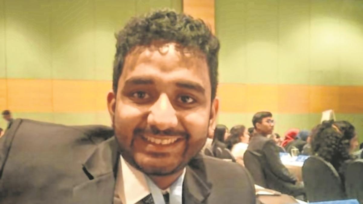 Mumbai youth hoists Tricolour in Malaysia