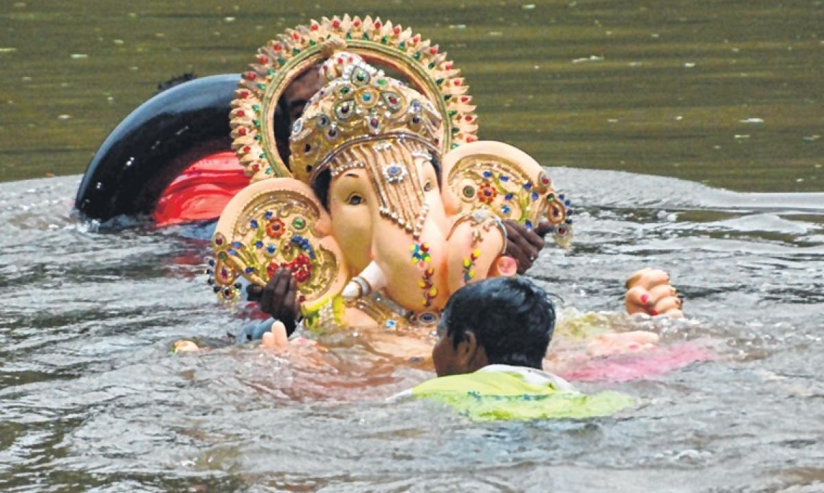 Mumbai: Heavy vehicle ban sees smooth Ganpati Visarjans