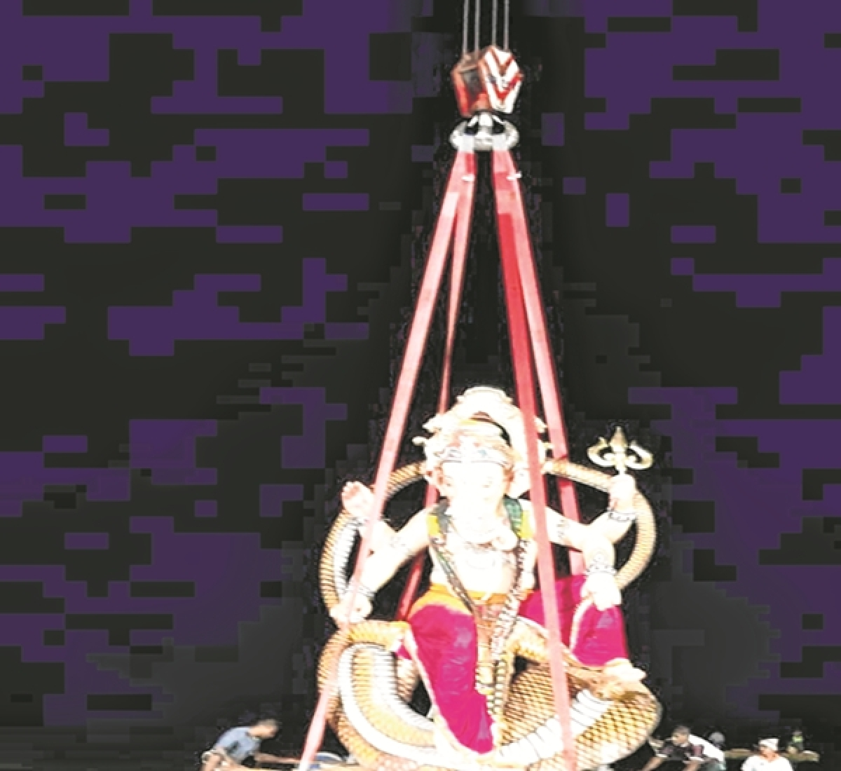 Mumbai: Illegal stalls, banners rule roost