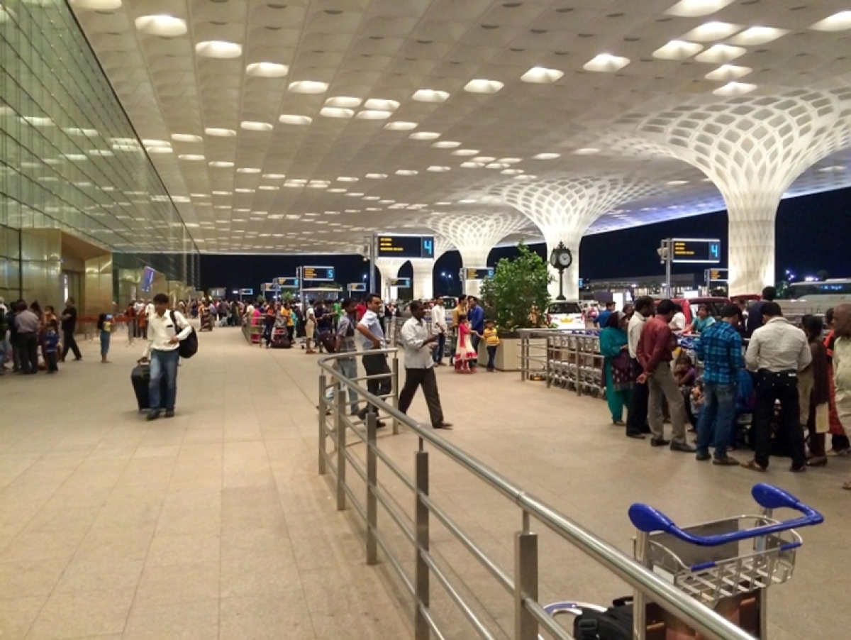 Mumbai: Flyers spend night outside airport