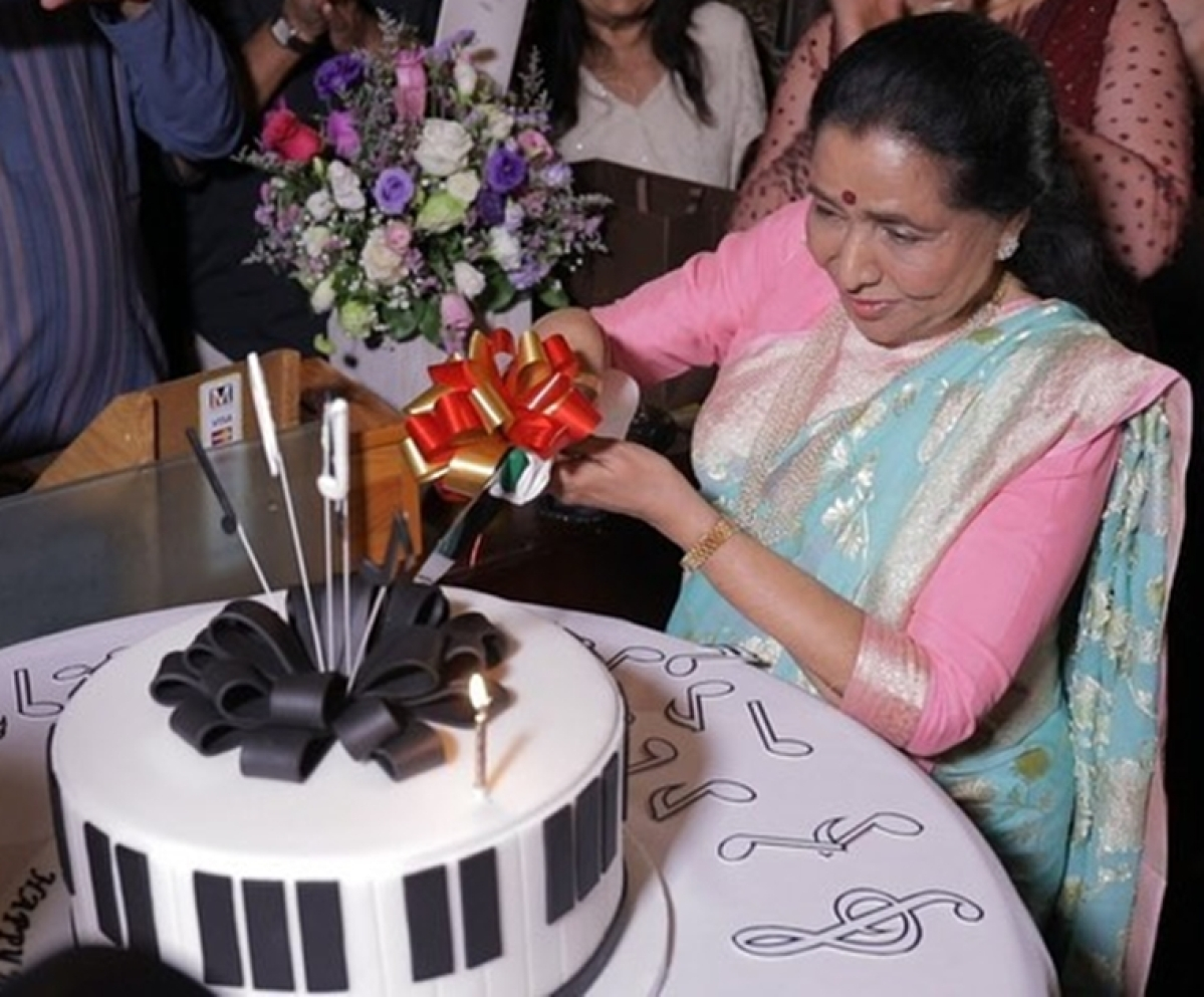 Asha Bhosle celebrates 86th birthday in Dubai, receives special wish from Canadian PM