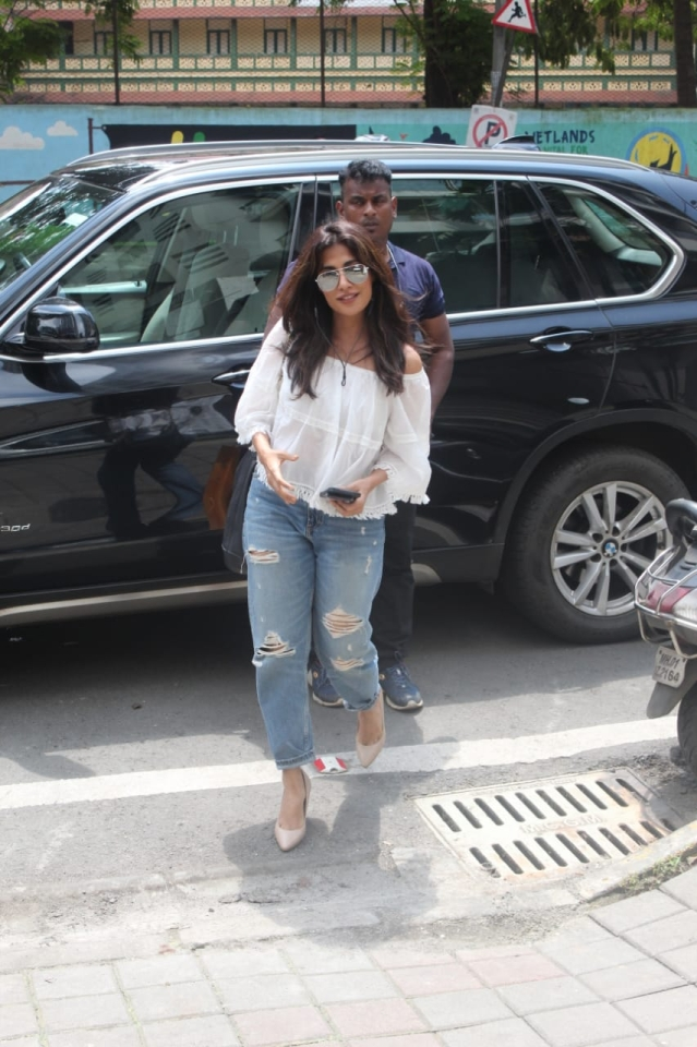 Kunal Kemmu, Chitrangada Singh, Varun Dhawan, and other B-towners clicked around the city