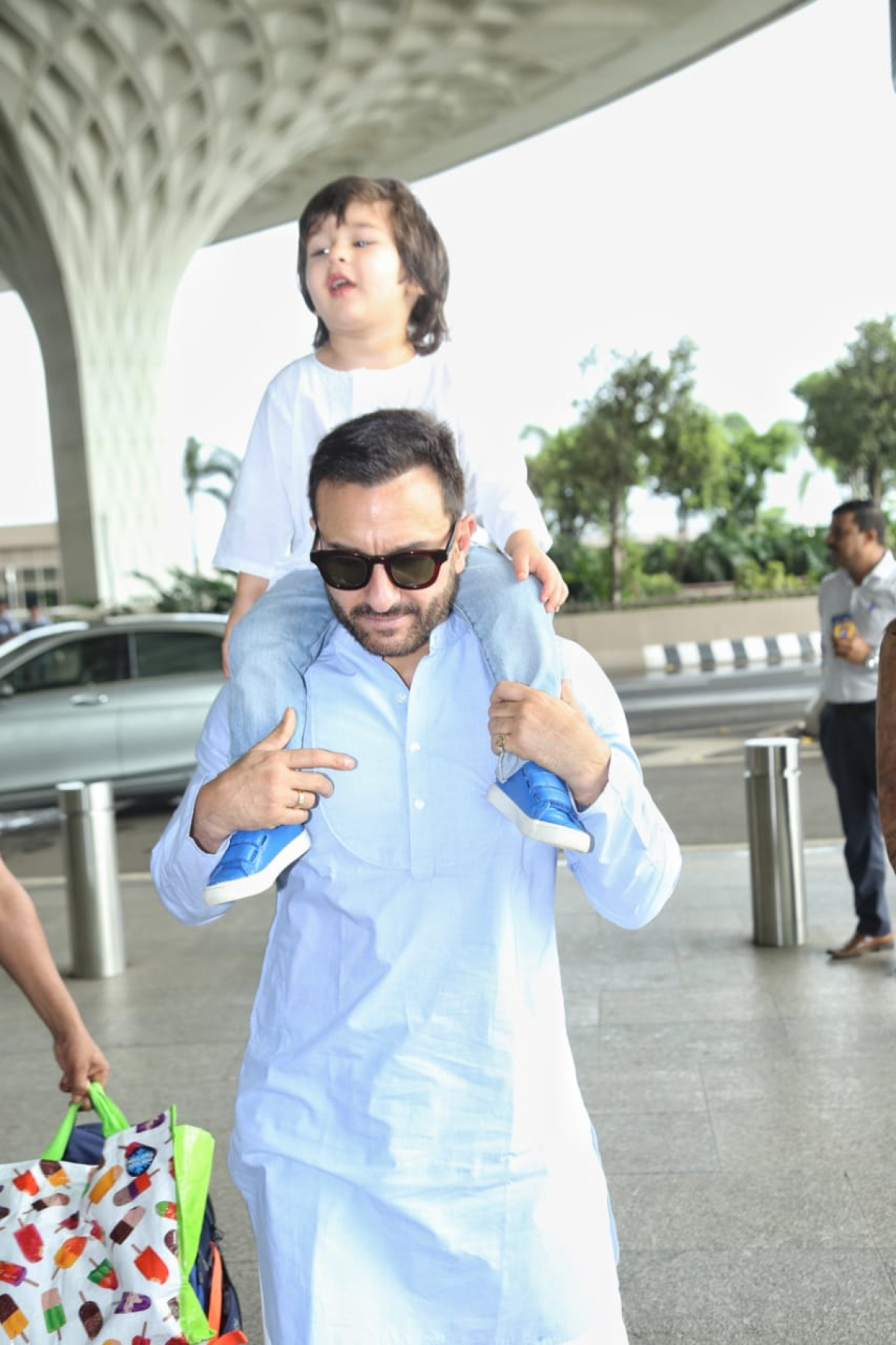 Taimur with Kareena Kapoor and Saif Ali Khan at airport
