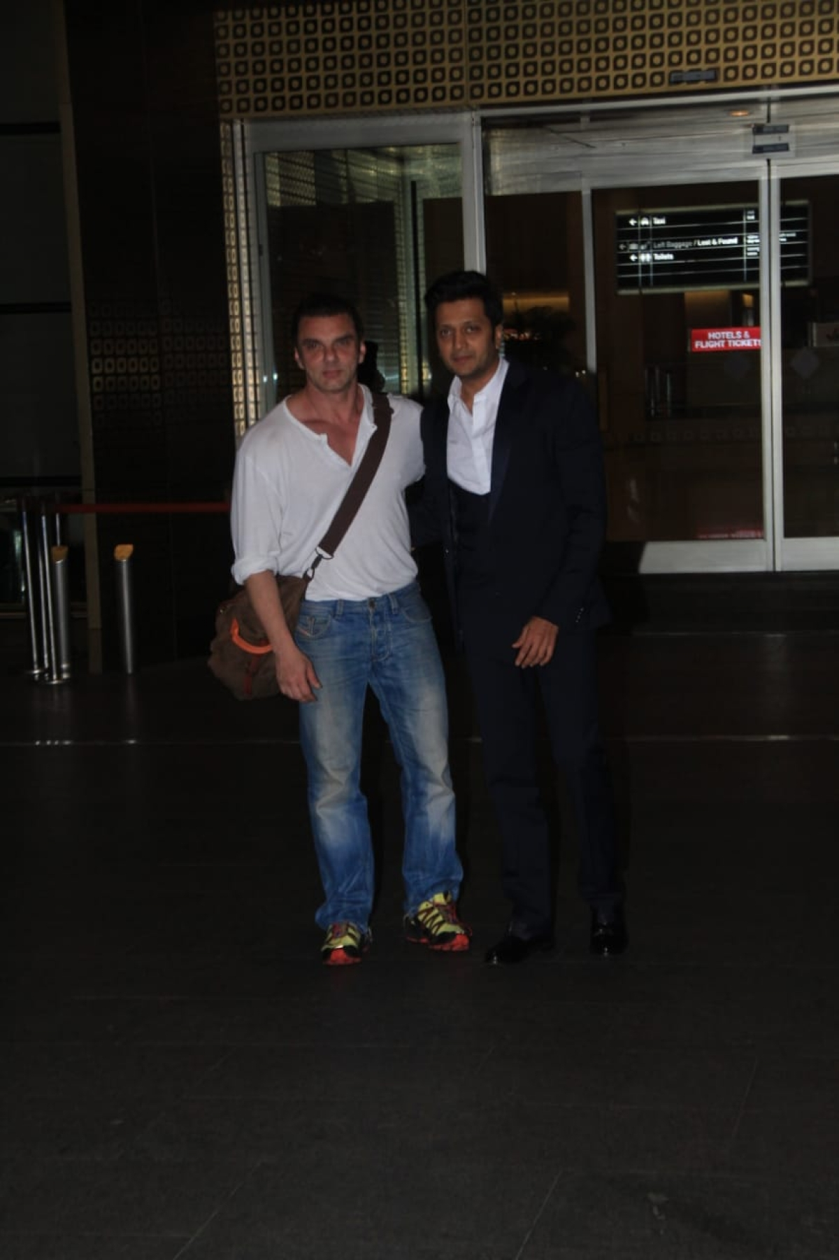 Sohail Khan Riteish Deshmukh at Mumbai airport