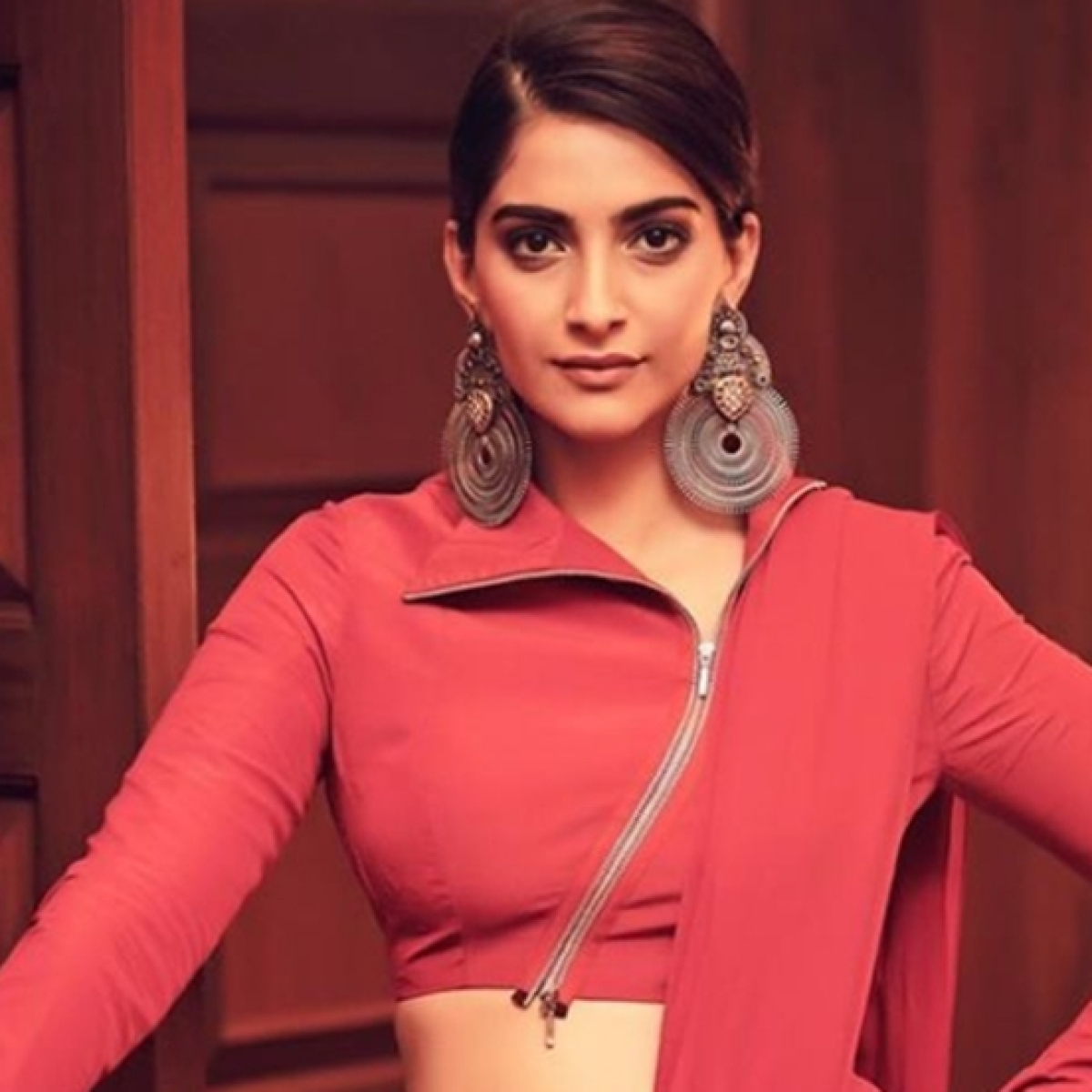 Sonam Kapoor Ahuja says her father Anil Kapoor never passes her number to anyone for work
