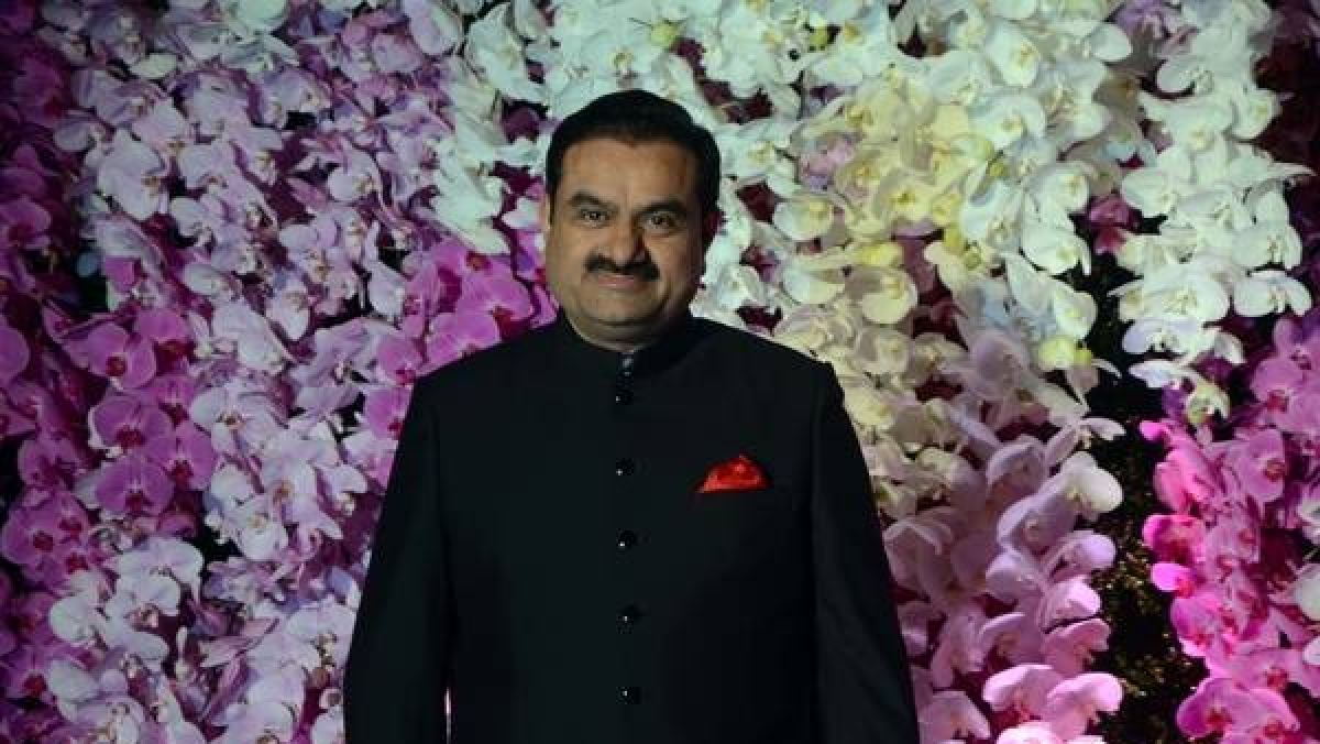 Total CEO reviews projects with Gautam Adani