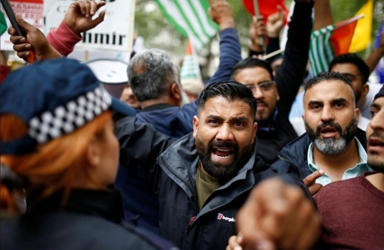 Protest at Indian High Commission in London over Kashmir turns violent