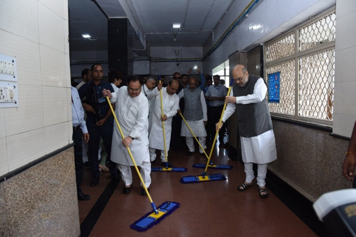 The seva saptah kicked off with BJP President Amit Shah along with working president JP Nadda, Vijay Goel and Vijender Gupta sweeping the floors at AIIMS in New Delhi