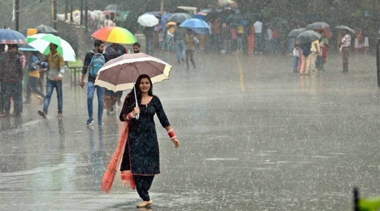Indore: Morning showers hit office-goers hard
