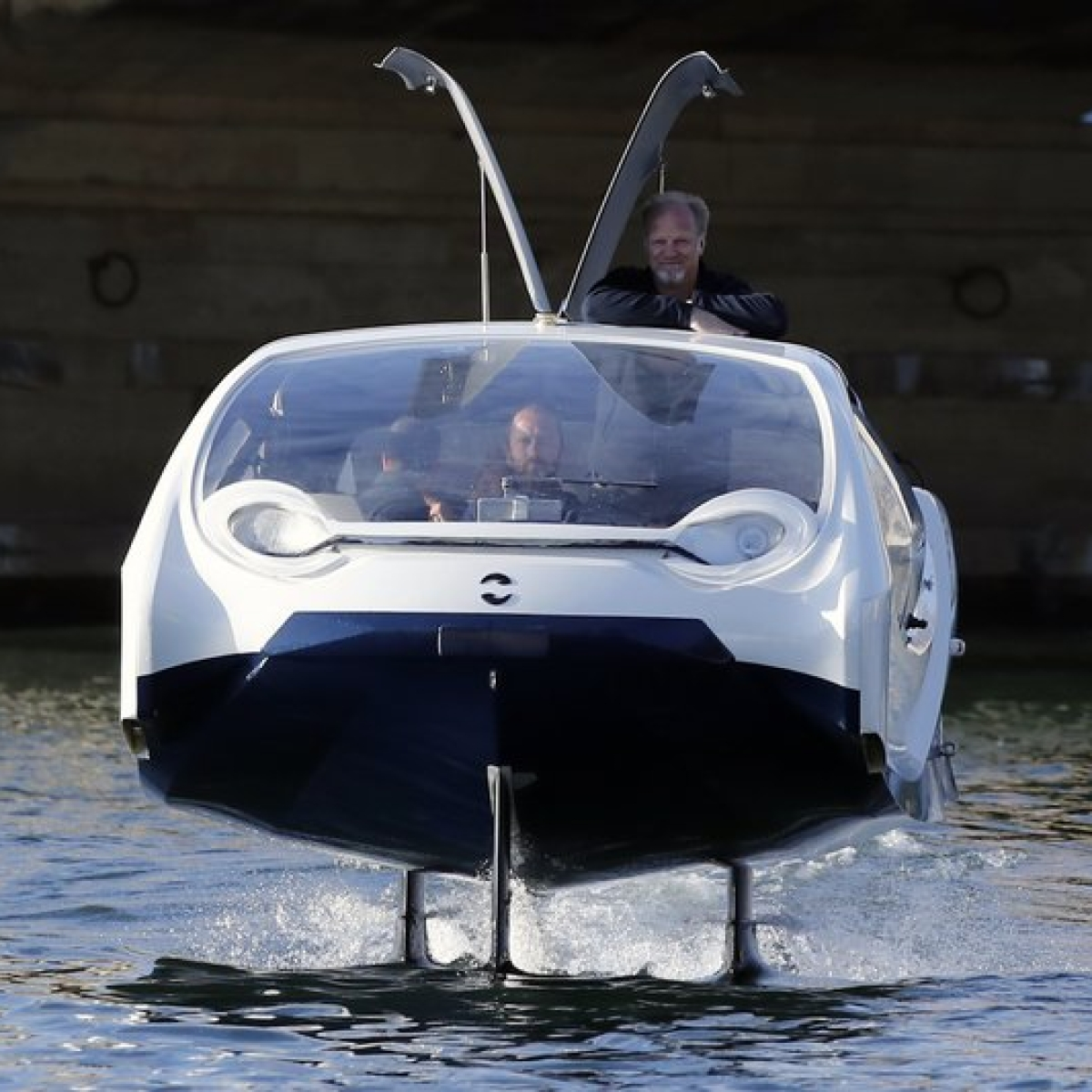 Paris tests eco-friendly bubble-shaped water taxi