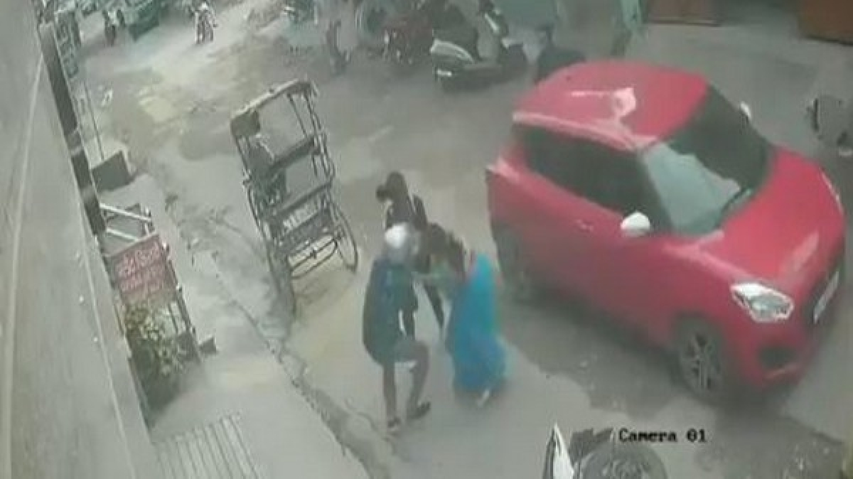 Video showing woman fighting snatchers goes viral