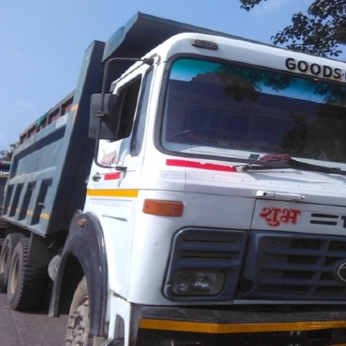 J-K: Truck drivers appeal Lt Governor to help clear debris after landslide blocks NH-44