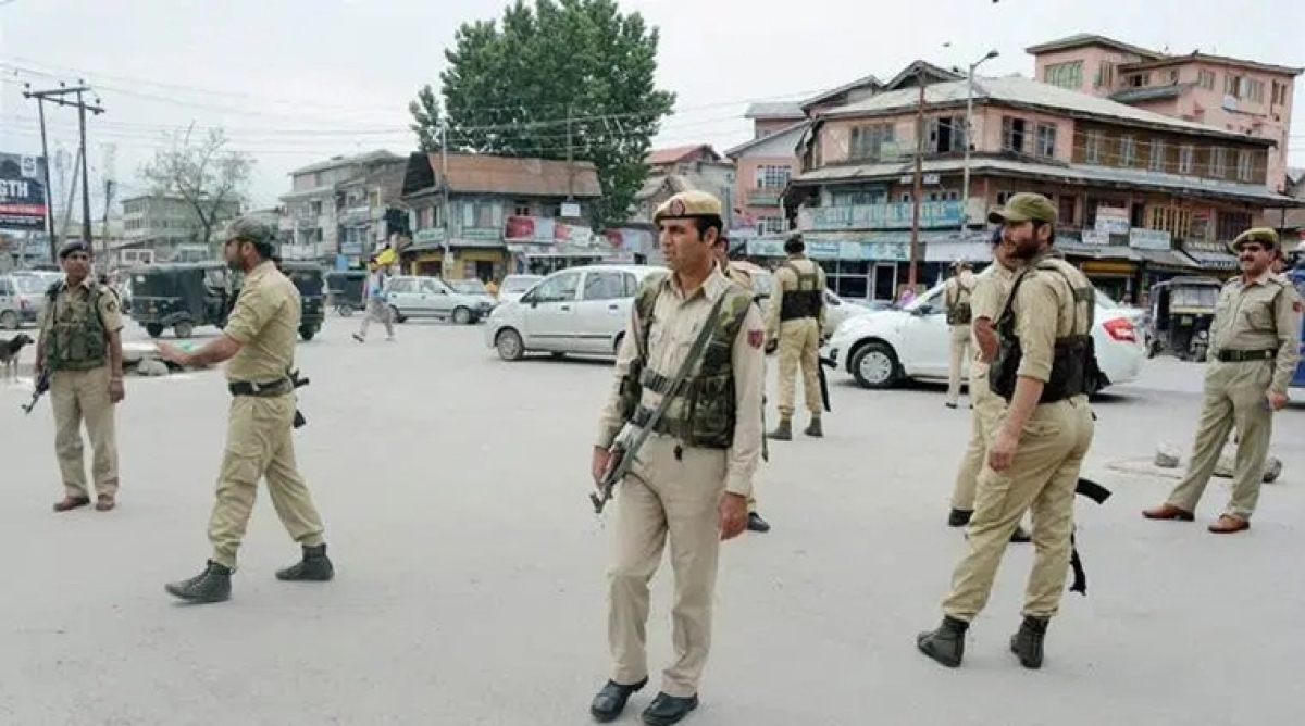 Jammu and Kashmir police announces vacancies to recruit 1,350 female constables
