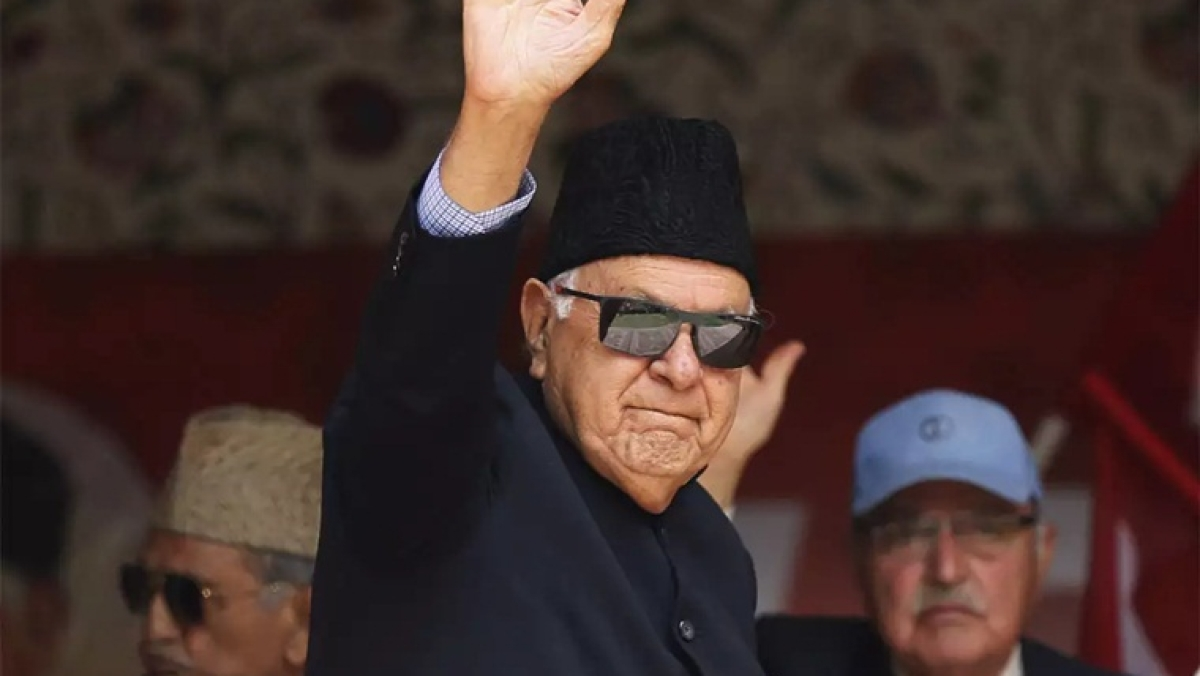 Ex-J&K CM Farooq Abdullah detained under Public Safety Act; SC issues notice to Centre on detention