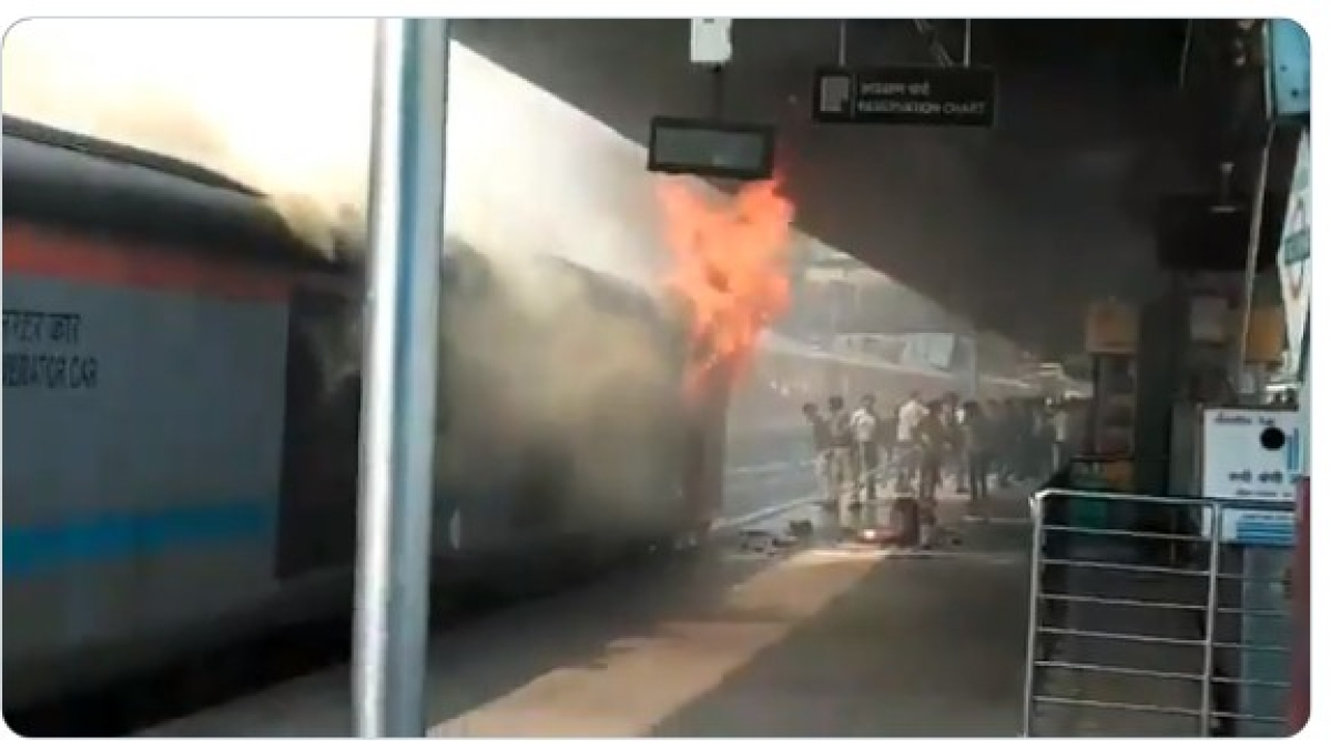 A major fire broke out in the power car of a train at New Delhi railway station