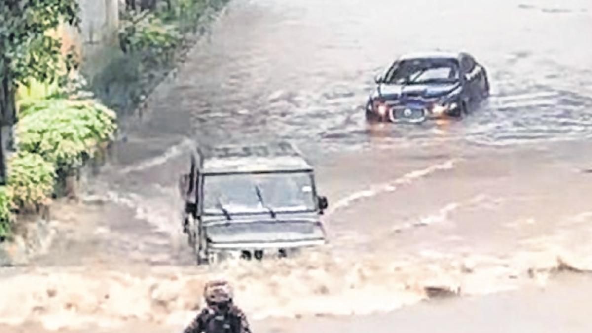 Clip on Mahindra Bolero driving past Jaguar in Mumbai rains goes viral