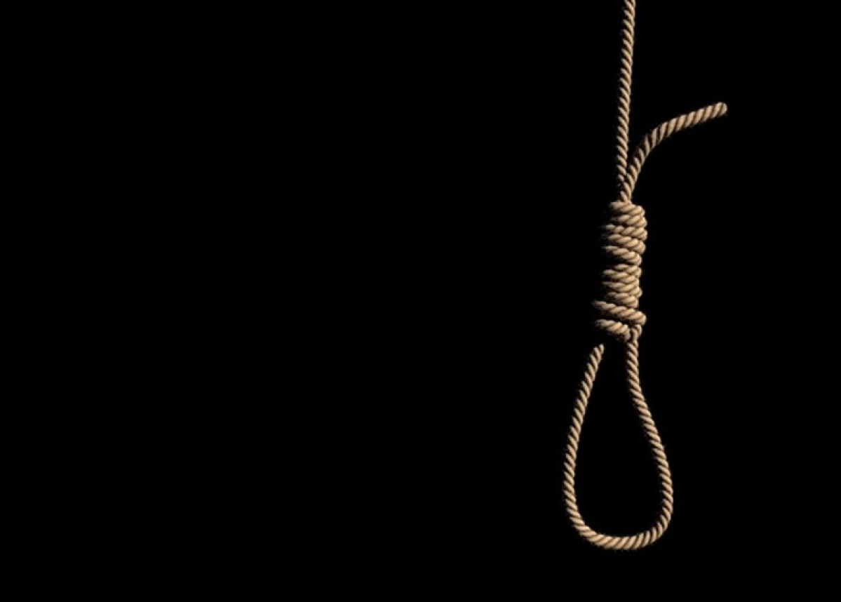 Maharashtra police sub-inspector hangs self from tree in Thane