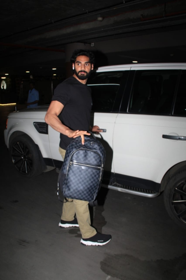 Sunil Shetty's son Ahan was snapped at the Mumbai airport returning home early morning. The star kid is yet to make his debut in Bollywood, but is gearing up for Milan Luthria's directorial. The film is produced by Sajid Nadiadwala.