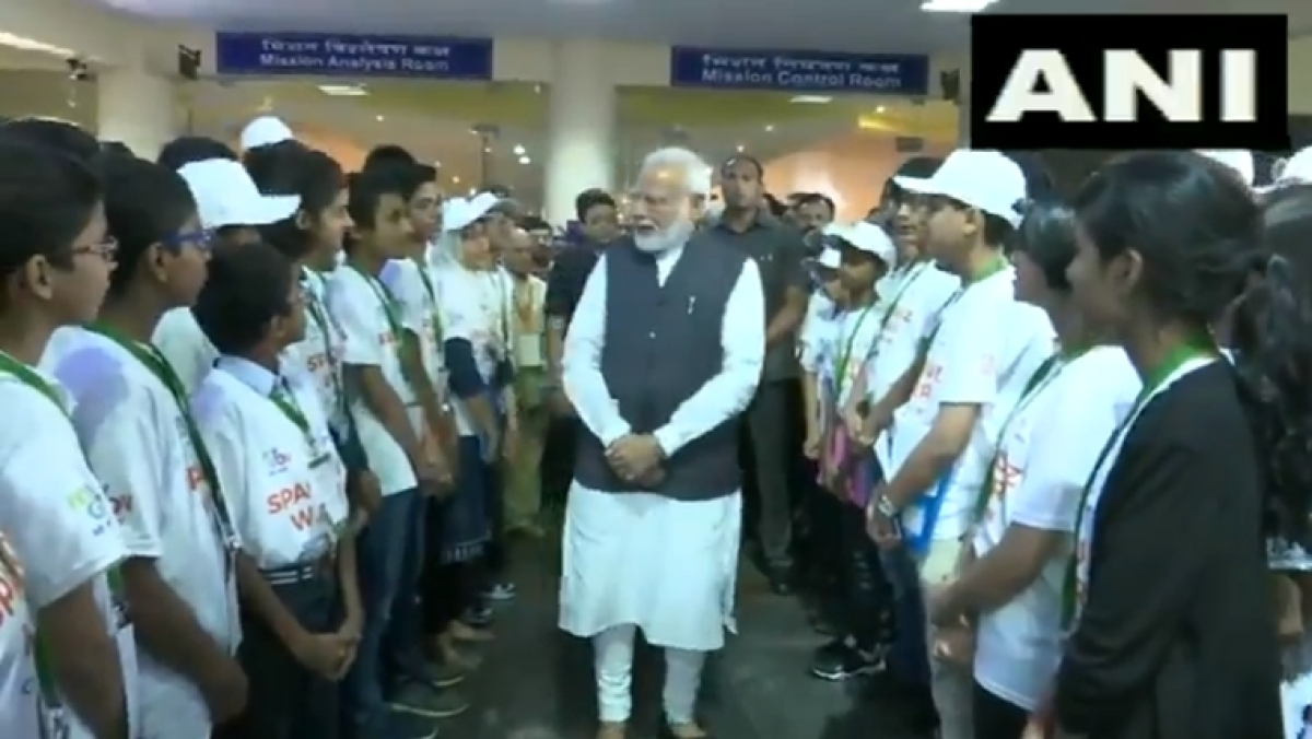 Boy asks Modi how to become President; why not PM, he quips!