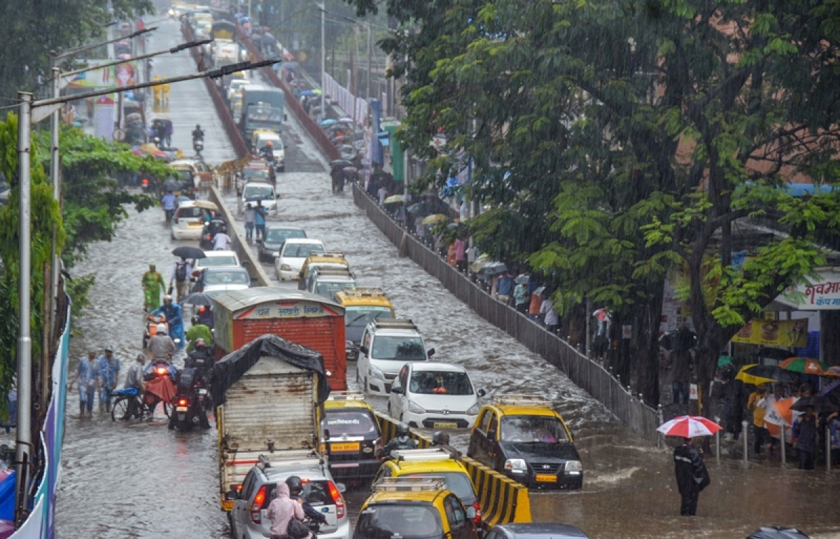 Mumbai: Traffic snarls, waterlogging; Order of the day