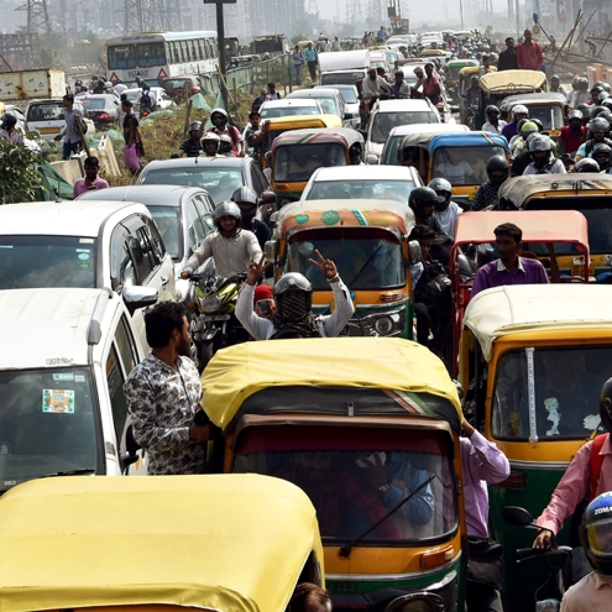 Delhi HC asks government to consider petitioners' representation, disposes pleas against odd-even scheme