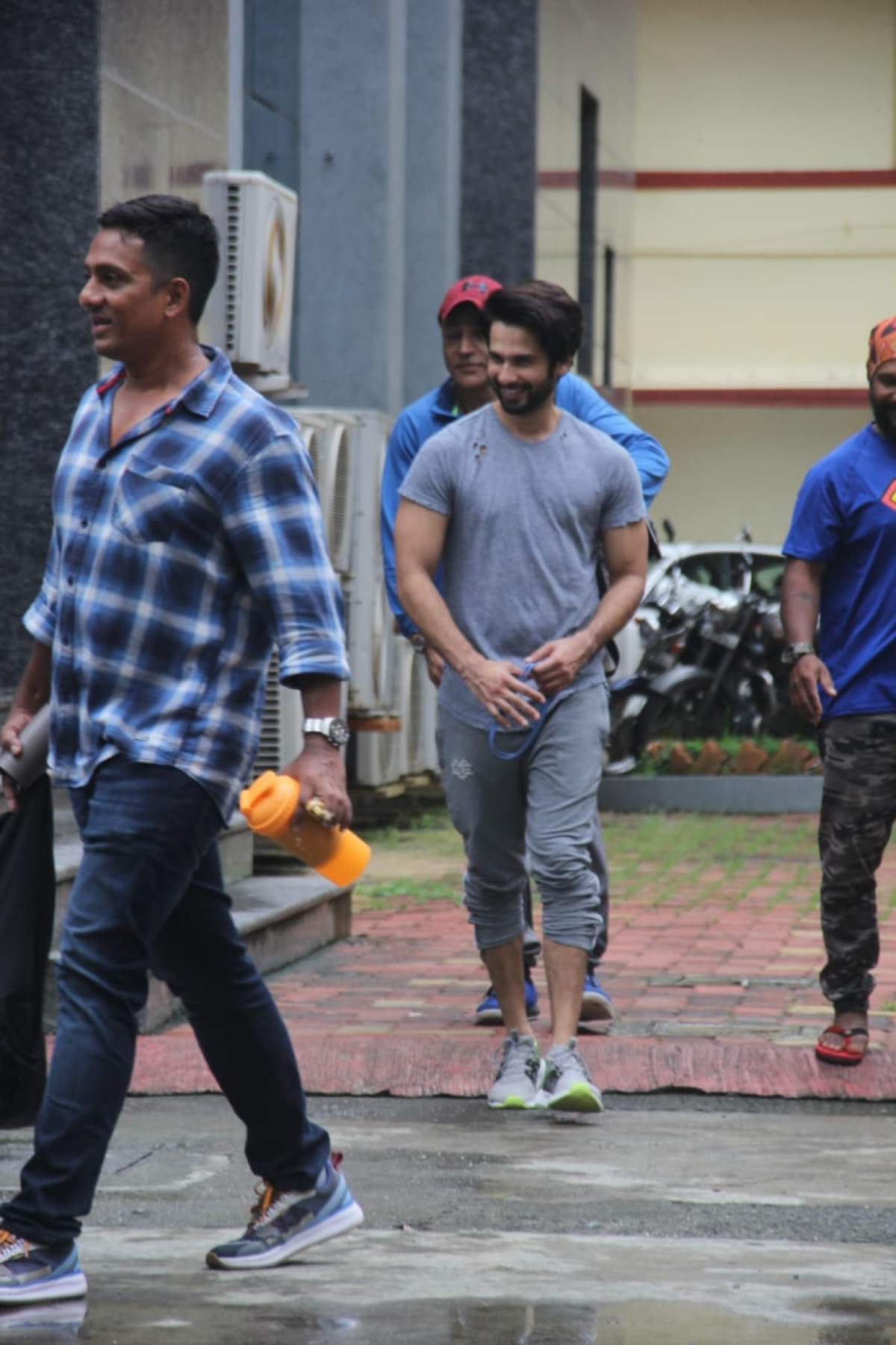 Shahid Kapoor heading home with wife after a gym session in Mumbai.