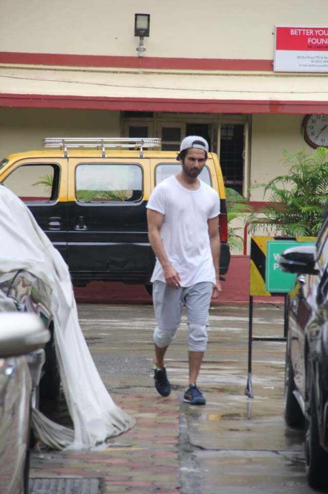 Fitness enthusiast Shahid Kapoor was snapped at ithink fitness this morning.