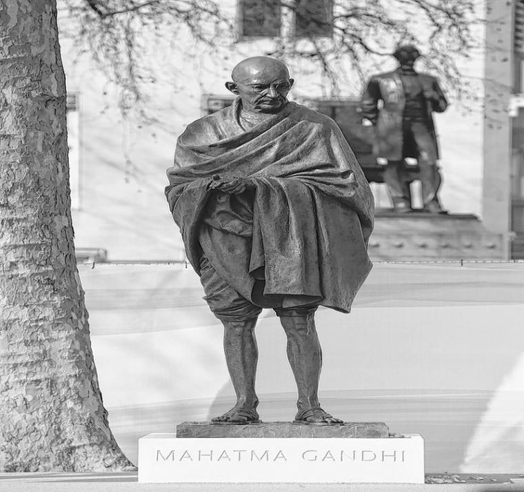 Mahatma Gandhi an example for this world: UK's sculptor