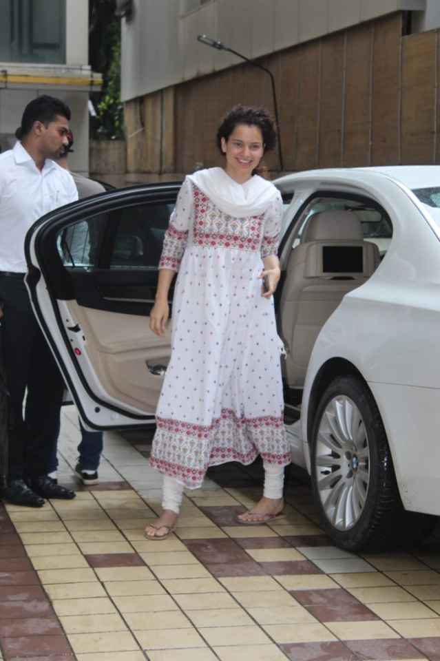 Kangana Ranaut on the other hand was seen entering her dance class in Mumbai. She is currently gearing up for the release of Panga by director Ashwiny Iyer Tiwari with Richa Chaddha.