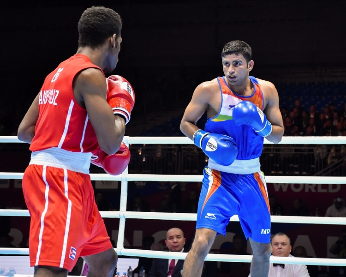 Amit Panghal in the ring with Uzbekistan's Shakhobidin Zoirov in the World Boxing Championships final