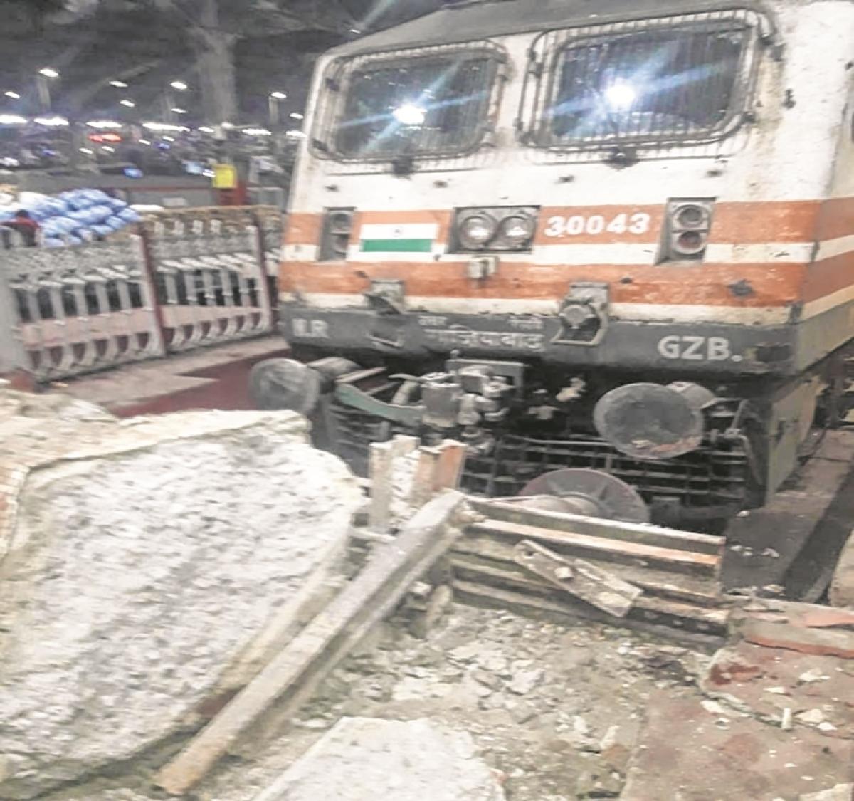 Now, Janta Express runs into buffer at MMCT station