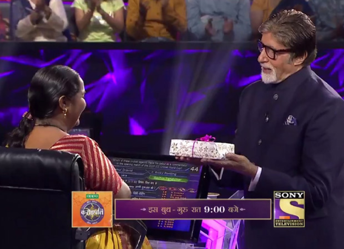 Amitabh Bachchan gifts mobile to 2nd Crorepati of 'Kaun Banega Crorepati' season 11
