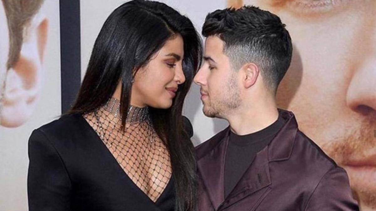Priyanka Chopra, Nick Jonas groove to Punjabi songs before heading on stage